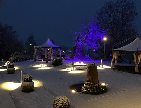 Robuster Garten-Pavillon im Winter.